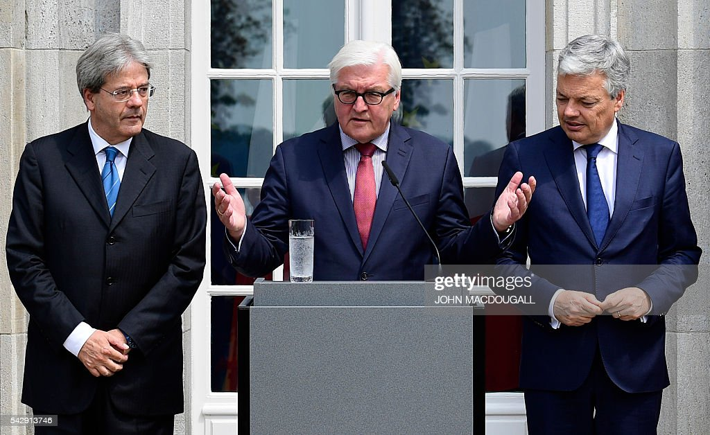 Italy's Foreign minister Paolo Gentiloni, Germany's Foreign minister Frank-Walter Steinmeier and Belgium's Foreign minister Didier Reynders address a press confeence after talks at the Villa Borsig in Berlin on June 25, 2016. Foreign ministers of the six founding members of the European project meet to discuss the bloc's future in the wake of Britain's decision to leave. / AFP / John MACDOUGALL