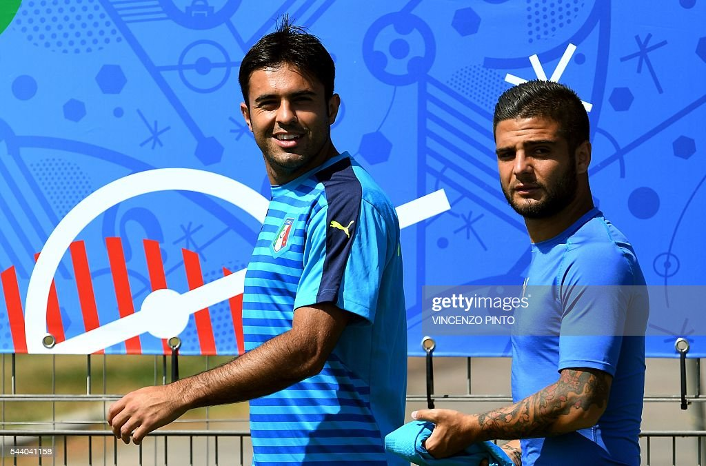 Italy's forward Citadin Martins Eder (L) and Italy's forward Lorenzo Insigne attend a training session at Italy's training ground in Montpellier on July 1, 2016 on the eve of the Euro 2016 quarter-final football match between Germany and Italy. / AFP / VINCENZO