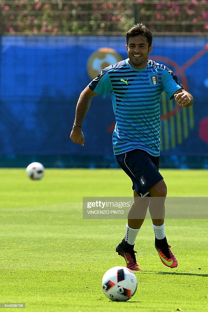 Italy's forward Citadin Martins Eder attends a training session at Italy's training ground in Montpellier on July 1, 2016 on the eve of the Euro 2016 quarter-final football match between Germany and Italy. / AFP / VINCENZO