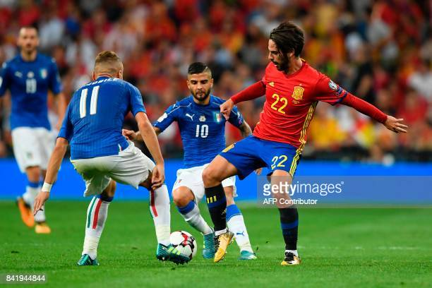 Italy's forward Lorenzo Insigne vies with Spain's midfielder Isco during the World Cup 2018 qualifier football match Spain vs Italy at the Santiago...