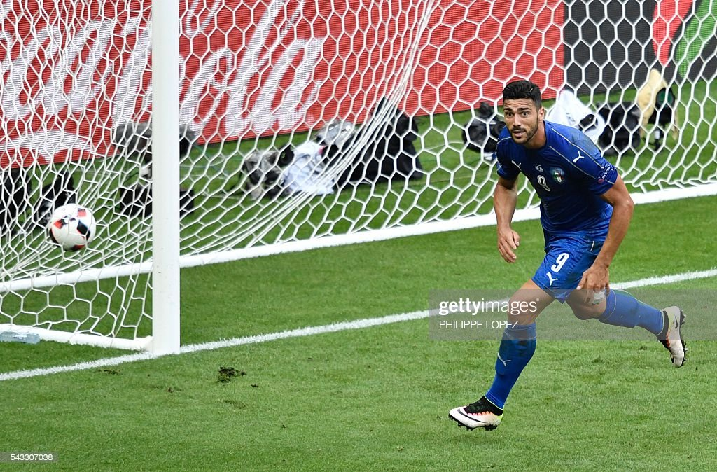 Italy's forward Pelle celebrates a goal during the Euro 2016 round of 16 football match between Italy and Spain at the Stade de France stadium in Saint-Denis, near Paris, on June 27, 2016. / AFP / PHILIPPE