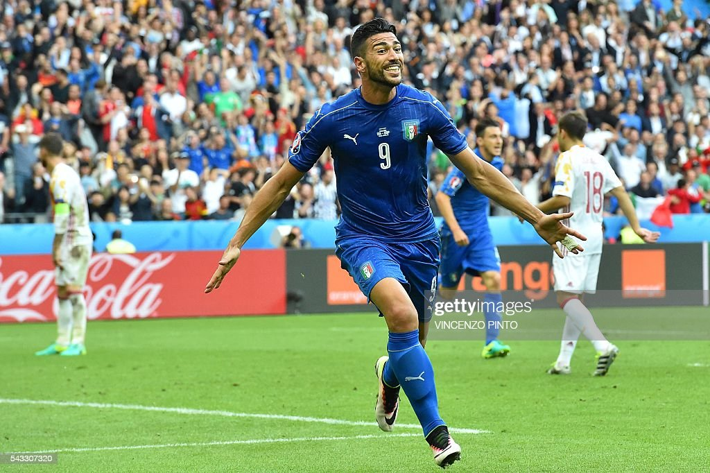 Italy's forward Pelle celebrates after scoring a goal during the Euro 2016 round of 16 football match between Italy and Spain at the Stade de France stadium in Saint-Denis, near Paris, on June 27, 2016. / AFP / VINCENZO