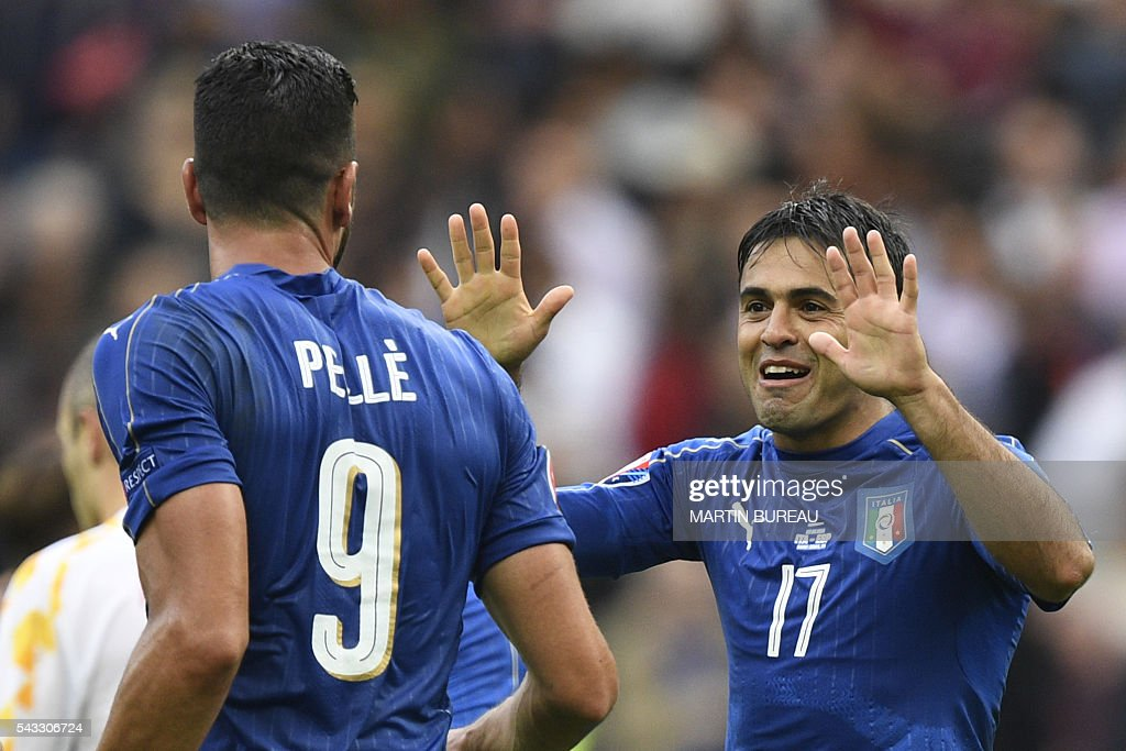 Italy's forward Pelle is congratulated by Italy's forward Citadin Martins Eder following their 2-0 win over Spain in the Euro 2016 round of 16 football match between Italy and Spain at the Stade de France stadium in Saint-Denis, near Paris, on June 27, 2016. / AFP / MARTIN
