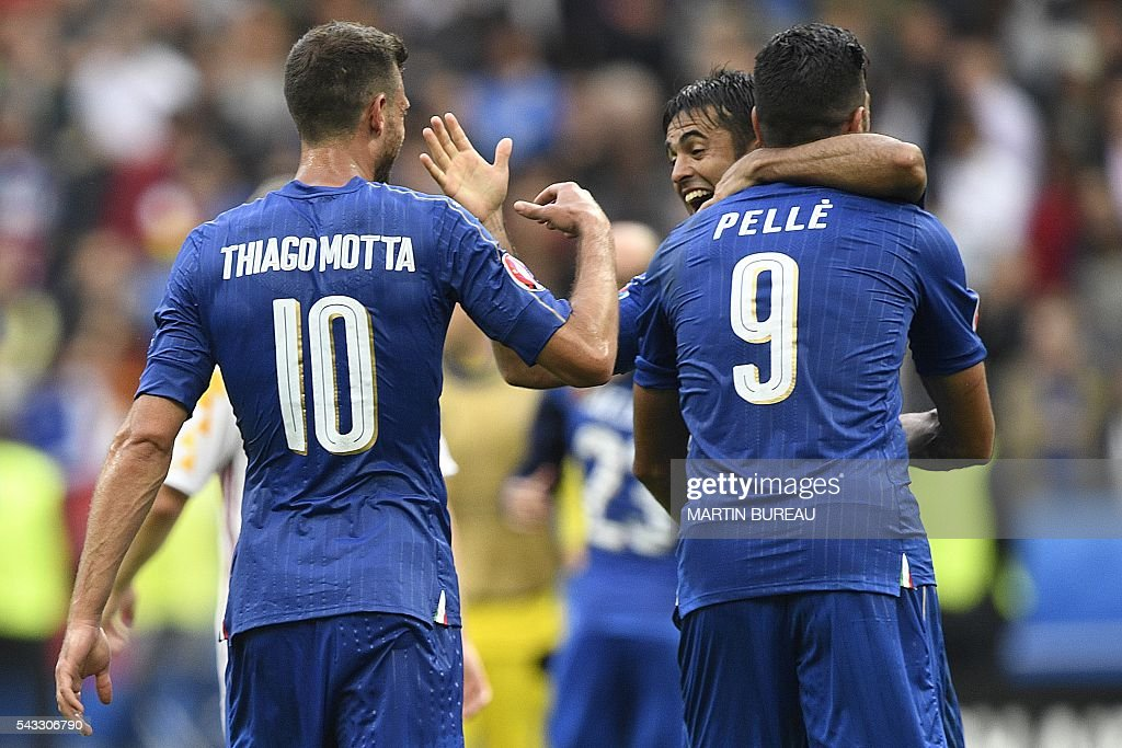 Italy's forward Pelle is congratulated by Italy's forward Citadin Martins Eder as Italy's midfielder Thiago Motta joins in following their 2-0 win over Spain in the Euro 2016 round of 16 football match between Italy and Spain at the Stade de France stadium in Saint-Denis, near Paris, on June 27, 2016. / AFP / MARTIN