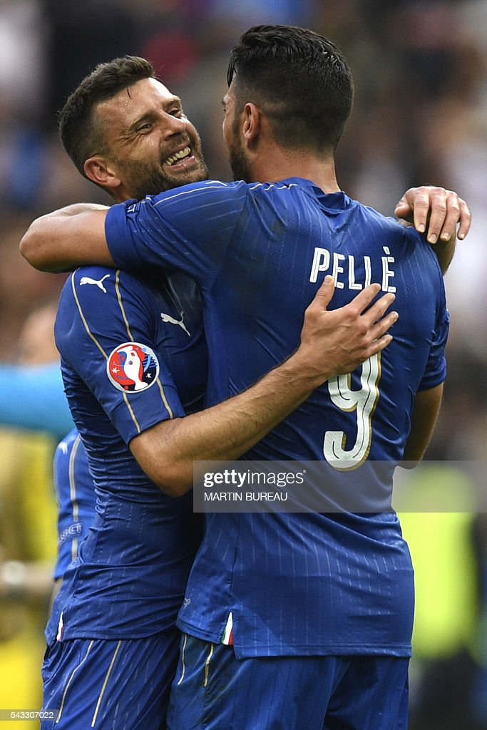 Italy's forward Pelle is congratulated by Italy's midfielder Thiago Motta following their 2-0 win over Spain in the Euro 2016 round of 16 football match between Italy and Spain at the Stade de France stadium in Saint-Denis, near Paris, on June 27, 2016. / AFP / MARTIN
