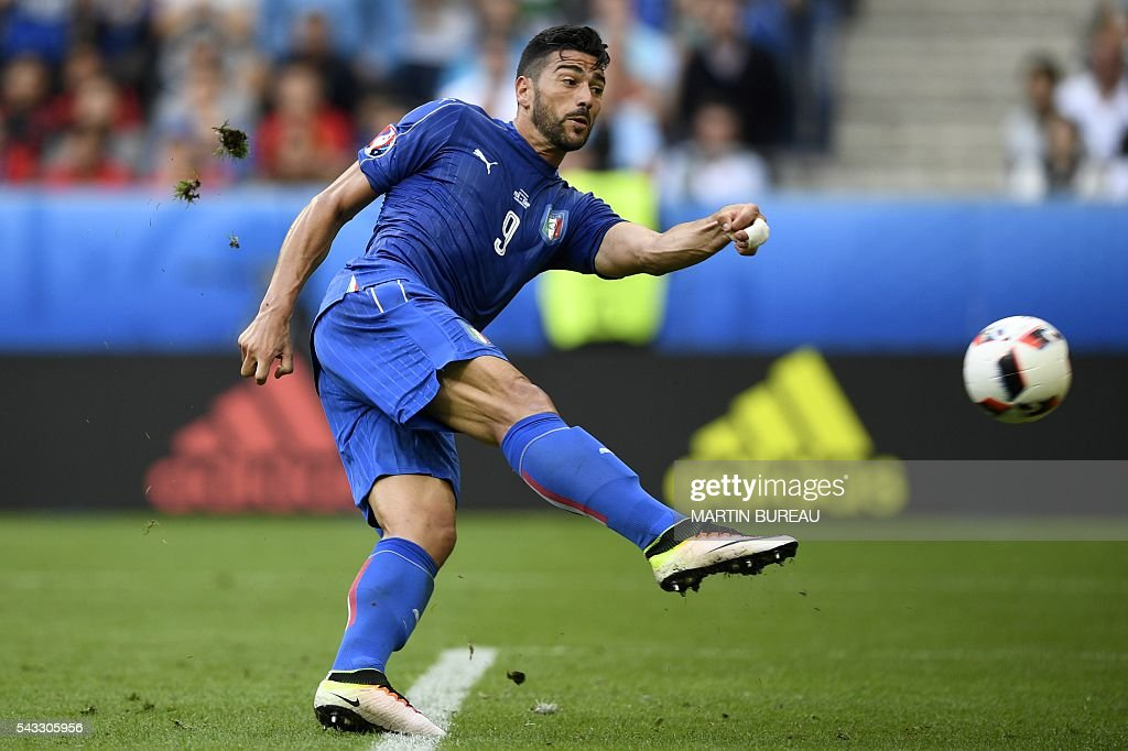 Italy's forward Pelle shoots to score Italy's second goal to win the match in the Euro 2016 round of 16 football match between Italy and Spain at the Stade de France stadium in Saint-Denis, near Paris, on June 27, 2016. / AFP / MARTIN