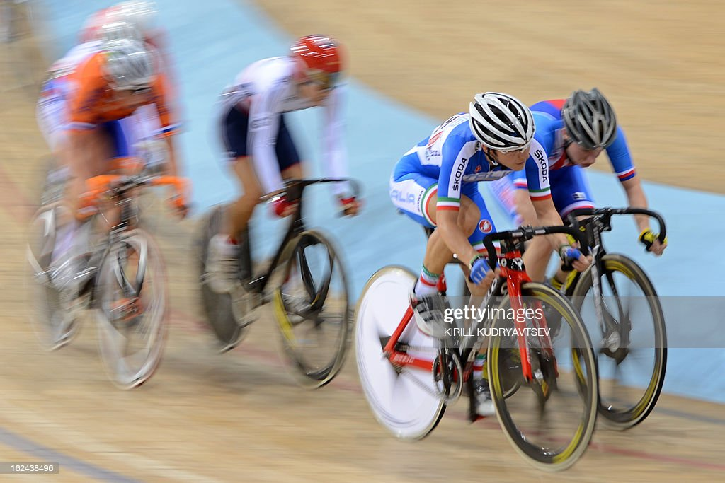 Italy's Giorgia Bronzini (2nd R) competes to win the bronze medal in UCI Track Cycling World Championships Women's 25 km Point Race in Belarus' capital of Minsk on February 23, 2013. AFP PHOTO/KIRILL KUDRYAVTSEV