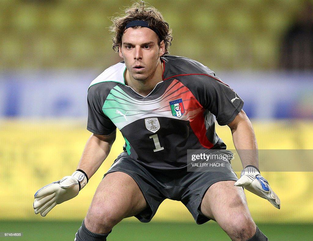 Italy s goalkeeper Federico Marchetti lo