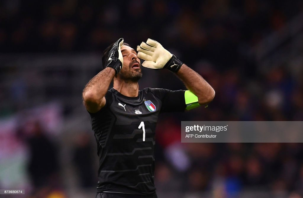 TOPSHOT - Italy's goalkeeper Gianluigi Buffon reacts during the FIFA World Cup 2018 qualification football match between Italy and Sweden, on November 13, 2017 at the San Siro stadium in Milan. / AFP PHOTO / Marco BERTORELLO