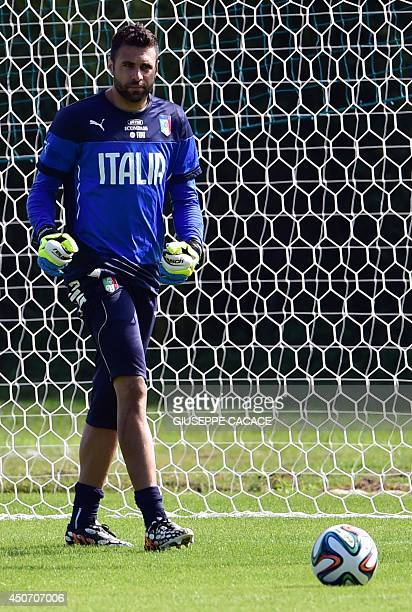 Italy's goalkeeper Salvatore Sirigu takes part in a training session at 'Portobello Resort' on June 16 2014 in Mangaratiba during the 2014 FIFA...