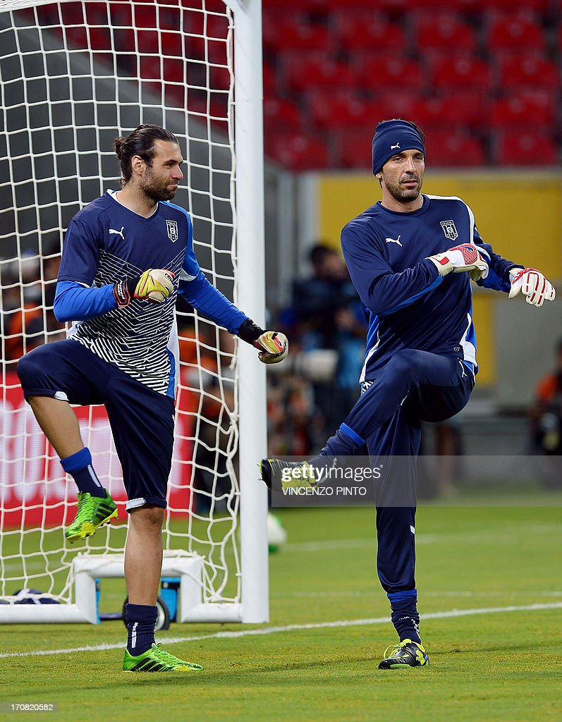 Italy s goalkeepers Gianluigi Buffon R and Federico Marchetti
