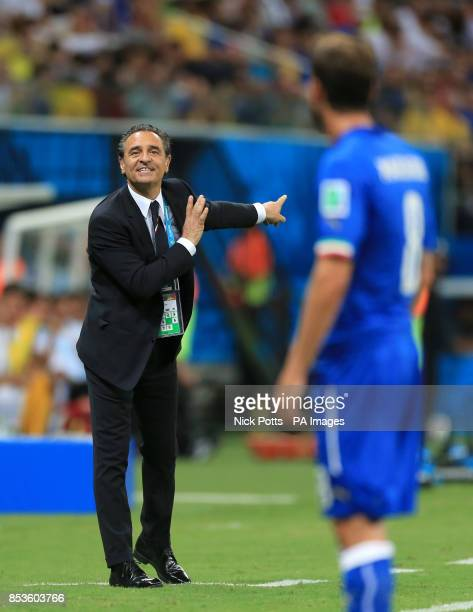 Italy's head coach Cesare Prandelli shouts orders towards Claudio Marchisio during the FIFA World Cup Group D match at the Arena da Amazonia Manaus...