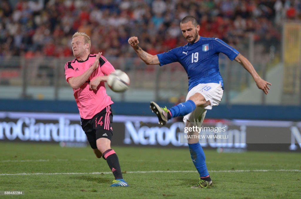 Italy's Leonardo Bonucci (R) clears the ball next to Scotland's Steven Naismith during the International friendly football match Italy vs Scotland at the National Stadium in Ta'Qali, Malta on May 29, 2016. / AFP / Matthew Mirabelli