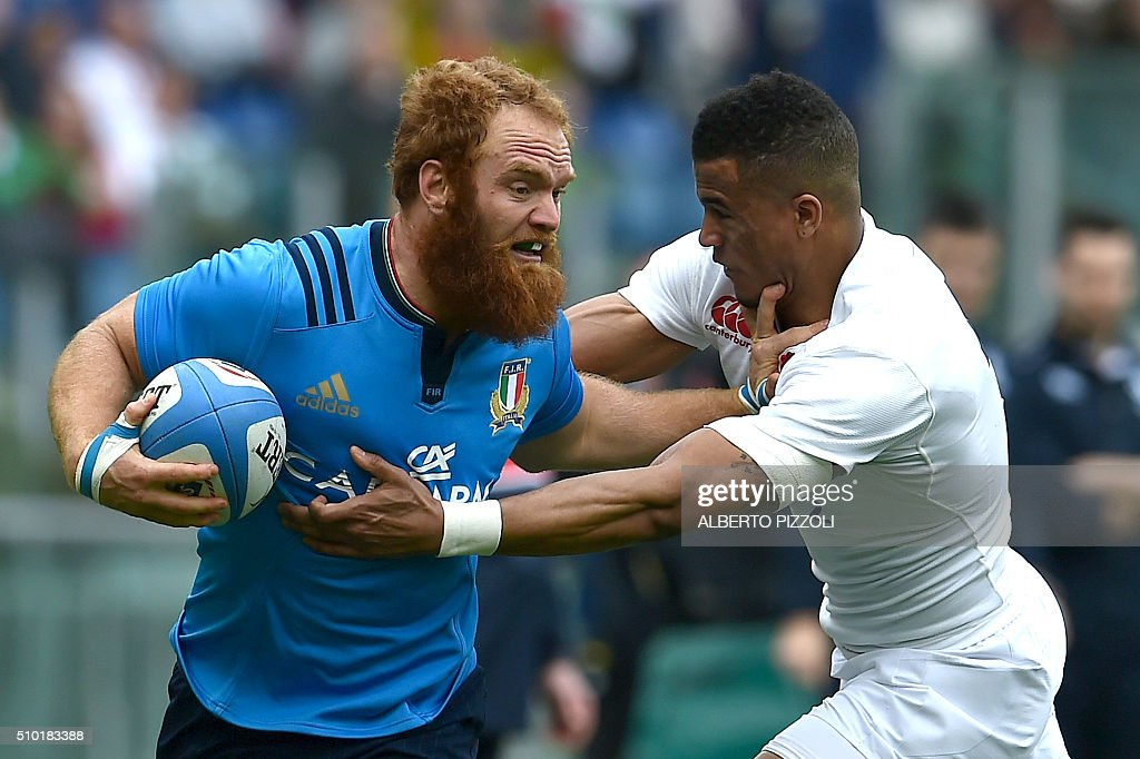 Italy's Leonardo Sarto (L) is takled by England's wing Anthony Watson during the Six Nations international rugby union match between Italy and England on February 14, 2016 at Olympic stadium in Rome. / AFP / ALBERTO PIZZOLI