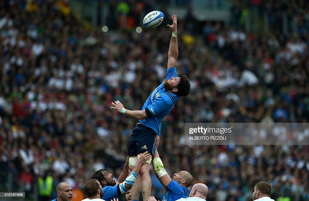 Italy's lock George Biagi jumps for the ball during the Six Nations international rugby union match between Italy and England on February 14, 2016 at the Olympic stadium in Rome. / AFP / ALBERTO PIZZOLI