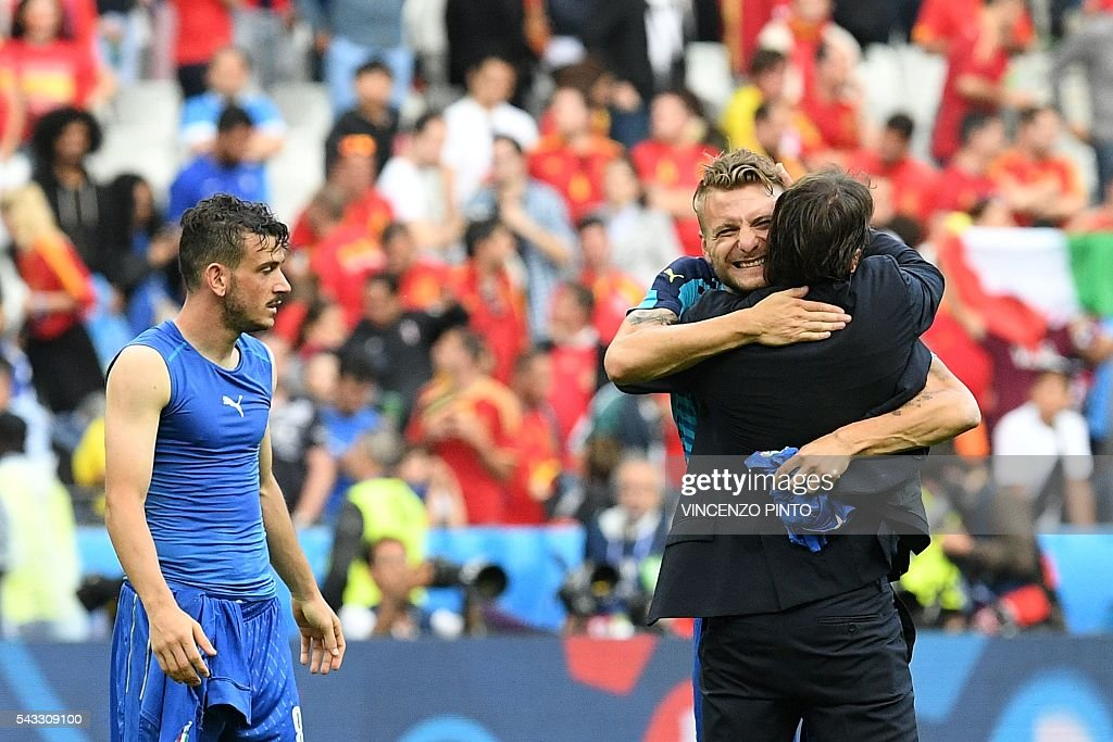 Italy's midfielder Alessandro Florenzi, Italy's forward Ciro Immobile and Italy's coach Antonio Conte celebrate after the Euro 2016 round of 16 football match between Italy and Spain at the Stade de France stadium in Saint-Denis, near Paris, on June 27, 2016. PINTO