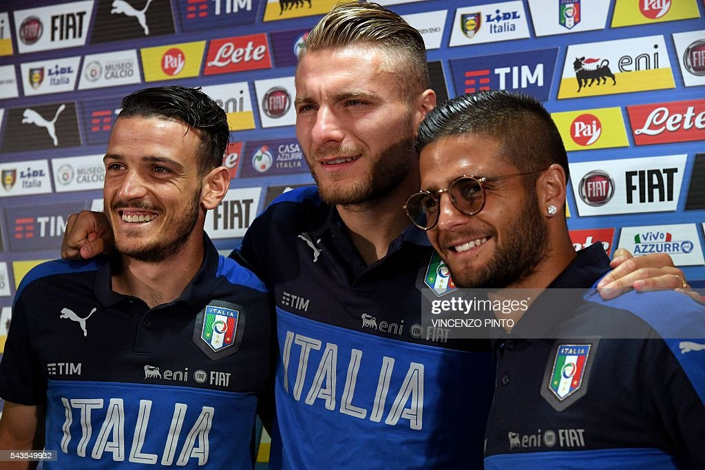 Italy's midfielder Alessandro Florenzi (L), Italy's forward Ciro Immobile (C) and Italy's forward Lorenzo Insigne arrive for a press conference following a training session at their training ground in Montpellier on June 29, 2016 during the Euro 2016 football tournament. / AFP / VINCENZO