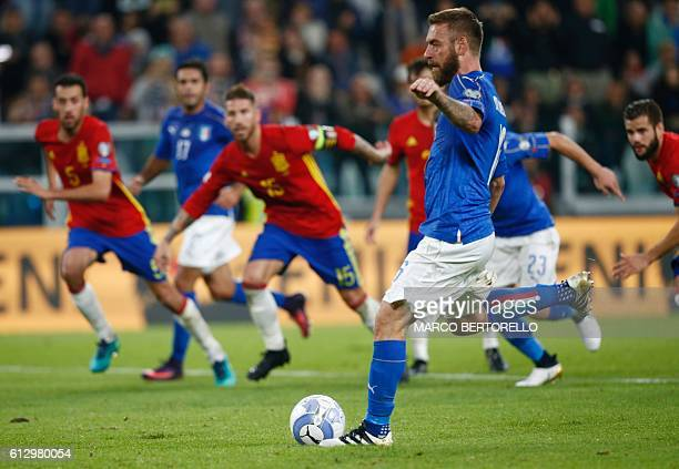 Italy's midfielder Daniele De Rossi scores a penalty during the WC 2018 football qualification match between Italy and Spain on October 6 2016 at the...