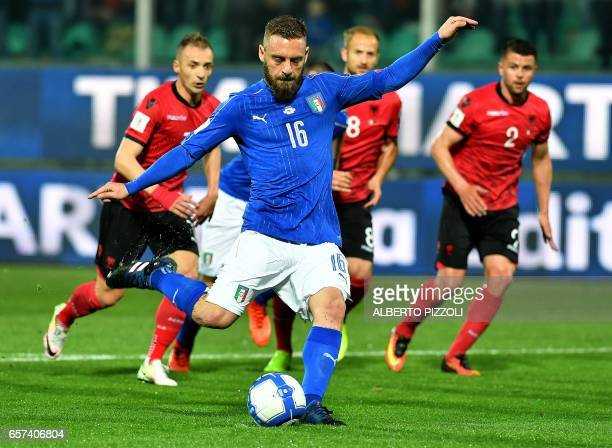 Italy's midfielder Daniele De Rossi scores a penalty during the World Cup 2018 group G qualification football match Italy vs Albania on March 24 2017...