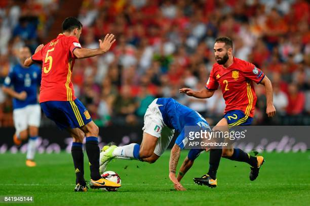 Italy's midfielder Leonardo Spinazzola vies with Spain's midfielder Sergio Busquets and Spain's defender Dani Carvajal during the World Cup 2018...