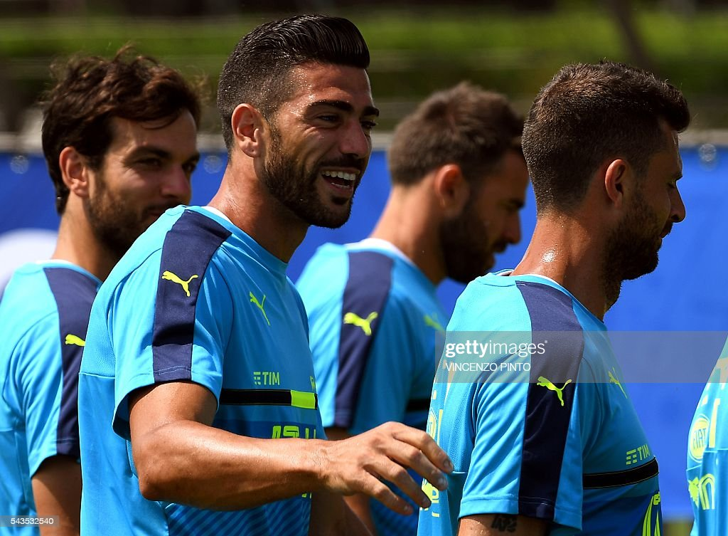 Italy's midfielder Marco Parolo, Italy's forward Graziano Pelle, Italy's defender Andrea Barzagli and Italy's midfielder Thiago Motta leave at the end of a training session at the team's training ground in Montpellier on June 29, 2016, as part of the the Euro 2016 European football championship. / AFP / VINCENZO