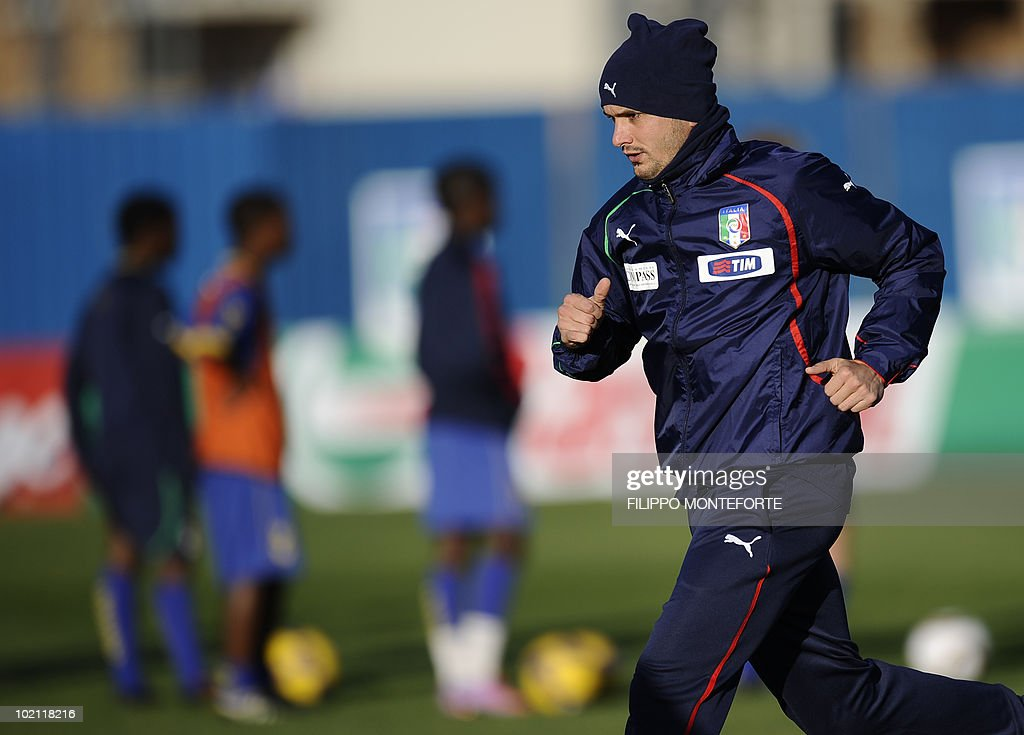 Italy's midfielder Simone Pepe trains at Irene's Southdowns College, south of Pretoria on June 15, 2010. The 2010 World Cup hosted by South Africa continues through July 11. AFP PHOTO/Filippo MONTEFORTE