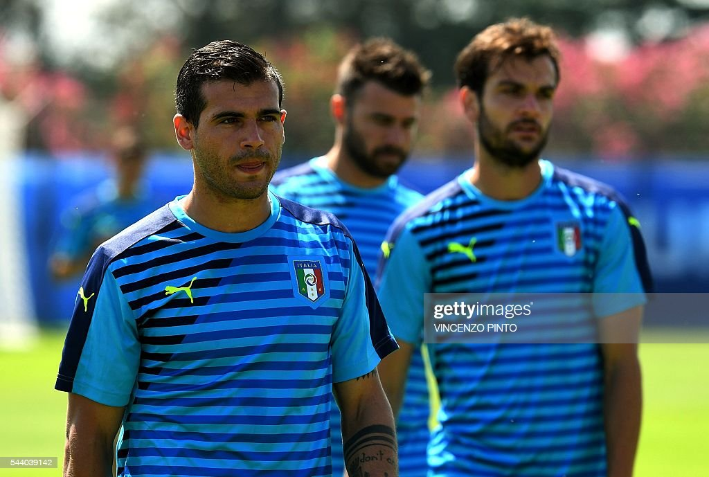 Italy's midfielder Stefano Sturaro, Italy's defender Andrea Barzagli and Italy's midfielder Marco Parolo attend a training session at the team's training ground in Montpellier on July 1, 2016, on the eve of the Euro 2016 quarter-final football match between Germany and Italy. / AFP / VINCENZO
