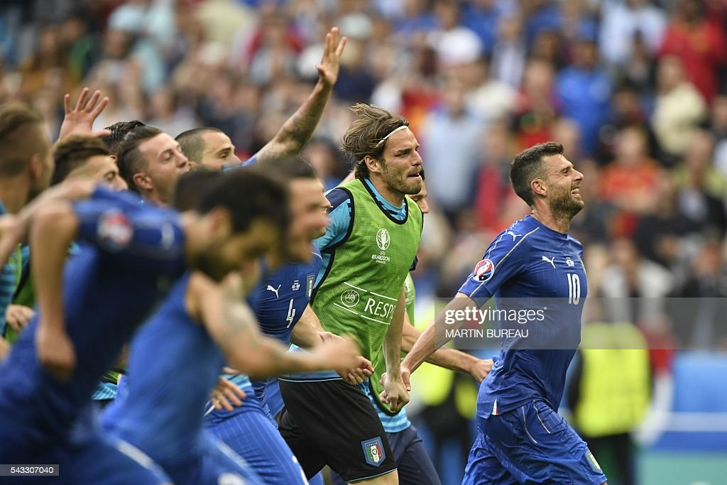 Italy's midfielder Thiago Motta and teammates celebrate following their 2-0 win over Spain in the Euro 2016 round of 16 football match between Italy and Spain at the Stade de France stadium in Saint-Denis, near Paris, on June 27, 2016. / AFP / MARTIN