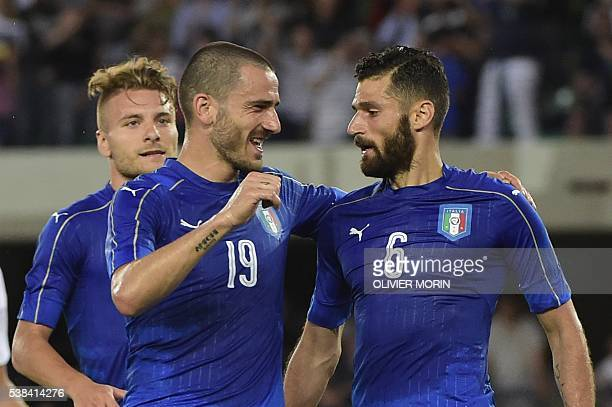 Italy's midfieldrer Antonio Candreva celebrates with teammates after scoring a penalty kick during the friendly football match Italy vs Finland on...