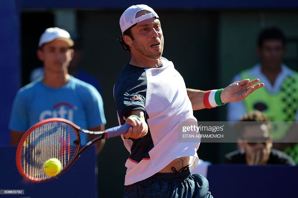 Italy's Paolo Lorenzi returns the ball to Spain's Rafael Nadal (out of frame) during their ATP Argentina Open quarterfinal tennis match in Buenos Aires, Argentina, on February 12, 2016. AFP PHOTO/EITAN ABRAMOVICH / AFP / EITAN ABRAMOVICH