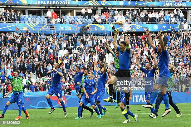 TOPSHOT Italy's players celebrate after the Euro 2016 round of 16 football match between Italy and Spain at the Stade de France stadium in SaintDenis...