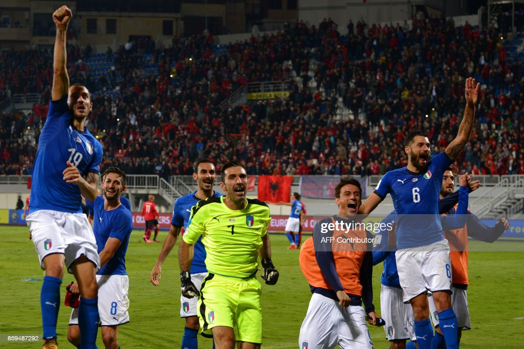 Italy's players celebrate after winning the FIFA World Cup 2018 qualification football match between Albania and Italy at Loro Borici Stadium in Shkoder on October 9, 2017. / AFP PHOTO / Dimitar DILKOFF