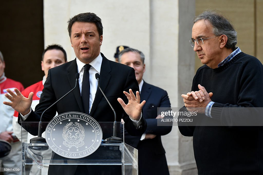 Italy's prime minister Matteo Renzi (L) delivers a speech next to CEO Sergio Marchionne (C) during the presentation of the new FCA (FIAT) car 'Giulia' on May 5, 2016 at Chigi palace in Rome. / AFP / ALBERTO