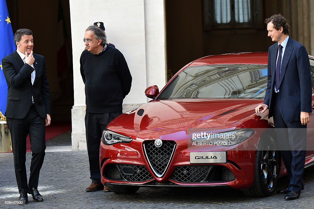 Italy's prime minister Matteo Renzi (L) FCA (FIAT) president John Elkann (R) and CEO Sergio Marchionne take part in the presentation of the new FCA (FIAT) car 'Giulia' on May 5, 2016 at Chigi palace in Rome. / AFP / ALBERTO
