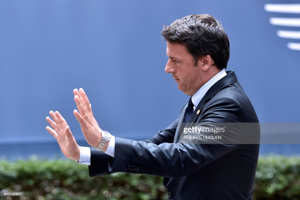 Italy's Prime minister Matteo Renzi gestures as he arrives before an EU summit meeting on June 28, 2016 at the European Union headquarters in Brussels on June 28, 2016. / AFP / PHILIPPE