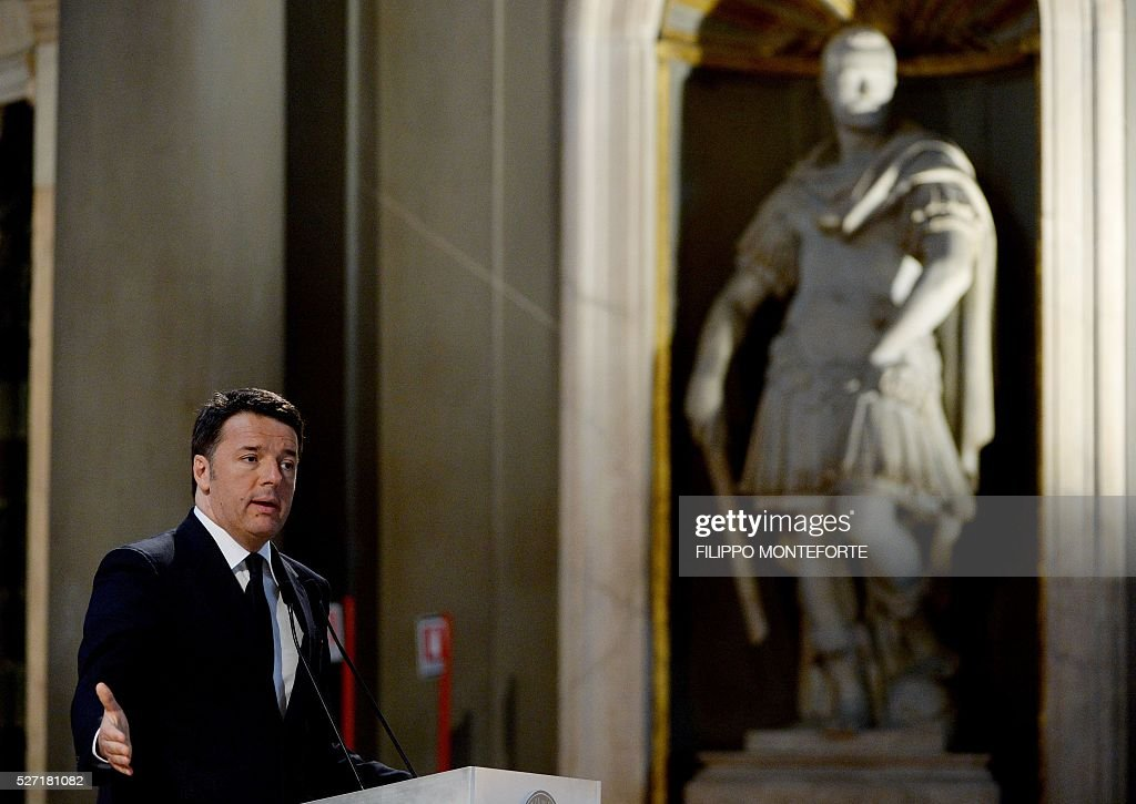 Italy's Prime Minister Matteo Renzi speaks during a joint press conference with his Japanese counterpart following their meeting at Palazzo Vecchio in Florence on May 2, 2016. / AFP / Filippo MONTEFORTE