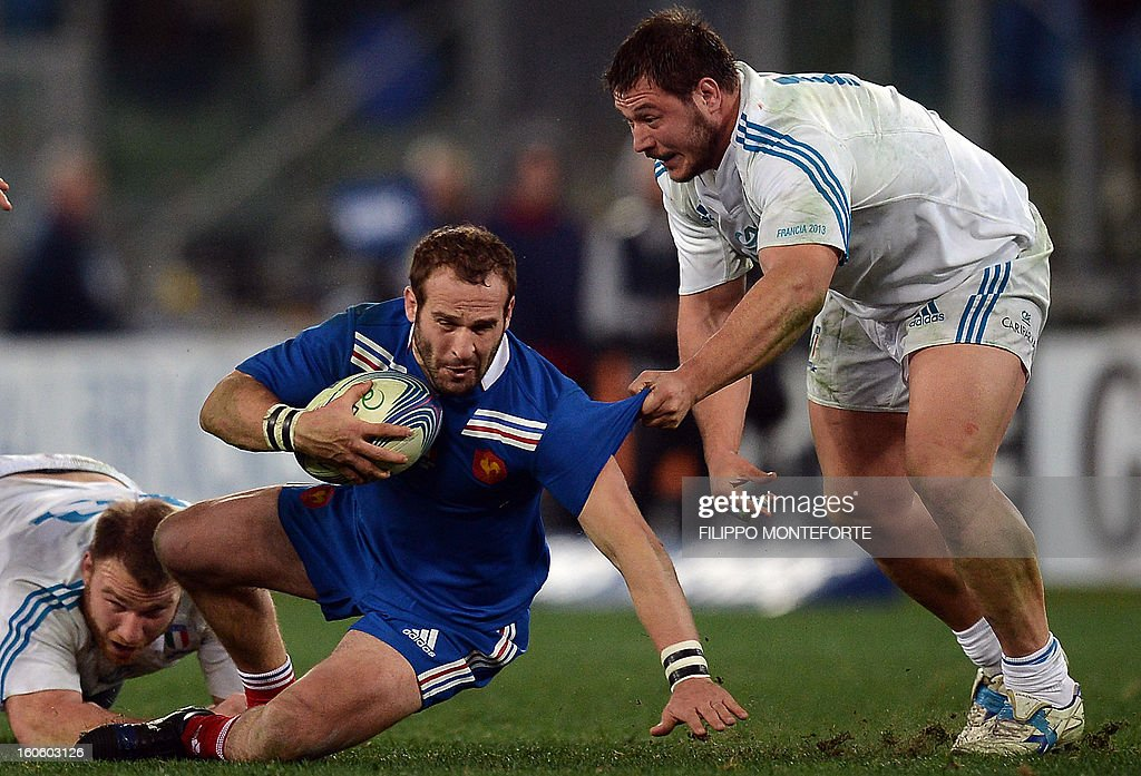 Italy's prop Alberto De Marchi (R) vies with France's fly-half Frederic Michalak during the Six Nations international rugby union match Italy vs France in Rome's Olimpic Stadium on February 3, 2013. Italy defeated France 23-18.