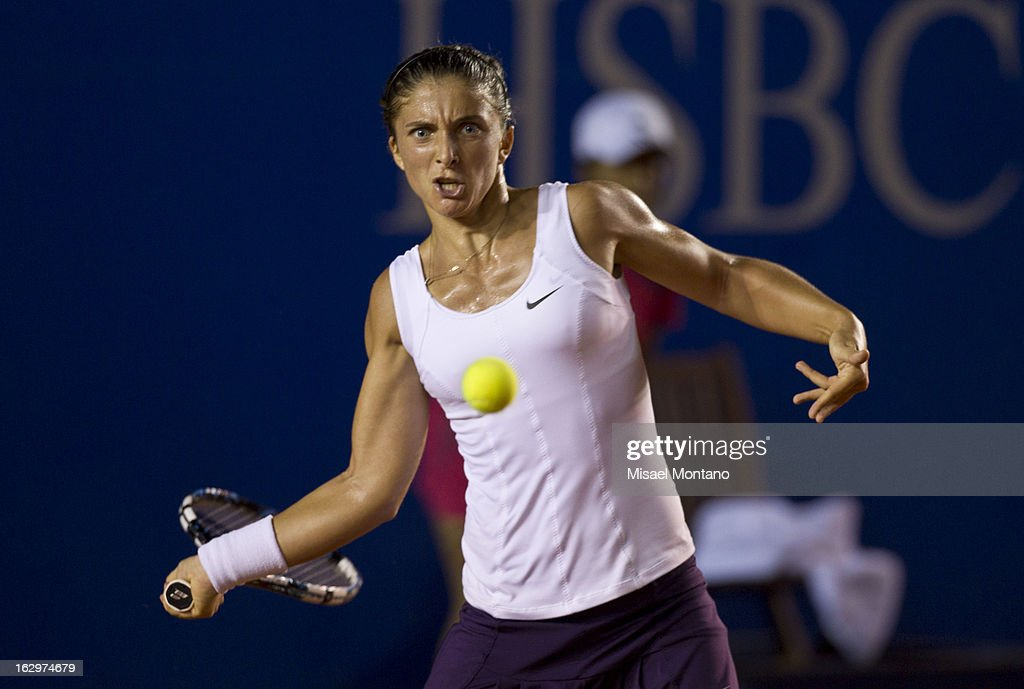 Italy´s Sara Errani returns the ball to Franceá Alice Cornet during the Acapulco Tennis Open in the Pacific resort in Acapulco, Monday, March 1, 2013