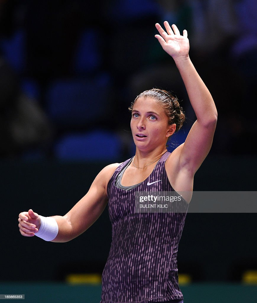 Italy's Sara Errani waves at supporters after beating Serbia's Jelena Jankovic during their WTA Championships tennis match in Istanbul on October 25, 2013.