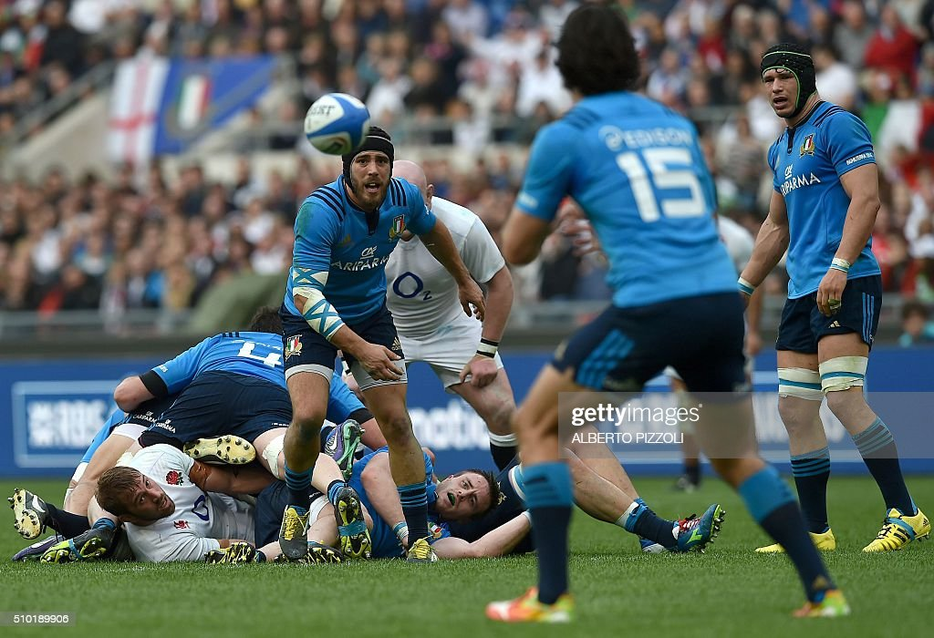 Italy's scrum-half Edoardo Gori (L) clears a ball during the Six Nations international rugby union match between Italy and England on February 14, 2016 at the Olympic stadium in Rome. / AFP / ALBERTO PIZZOLI