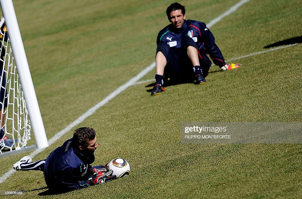 Italy's soccer team goalkeepr Morgan De Sanctis (L) saves a ball as Gianluigi Buffon looks at him during a training session in Sestriere on May 25, 2010. Italian team started today a retreat in the mountains of Sestriere before the FIFA World Cup 2010 in South Africa .AFP PHOTO / Filippo MONTEFORTEa