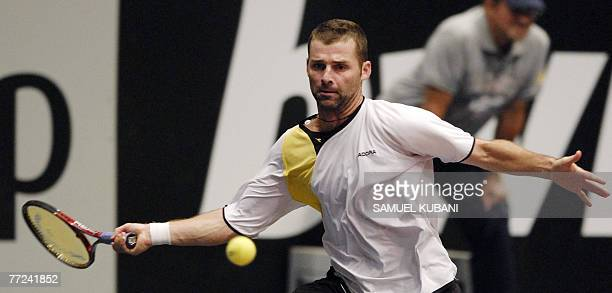 Italy's Stefano Galvani returns a ball to Argentina's David Nalbandian during their Vienna ATP tournament first round match 09 October 2007 AFP PHOTO...