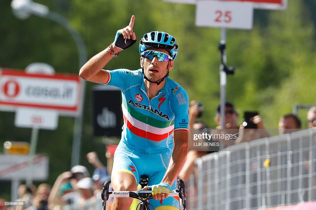 Italy's Vincenzo Nibali of team Astana celebrates as he crosses the finish line to win the 19th stage of the 99th Giro d'Italia, Tour of Italy, from Pinerolo to Risoul on May 27, 2016. / AFP / Luk BENIES