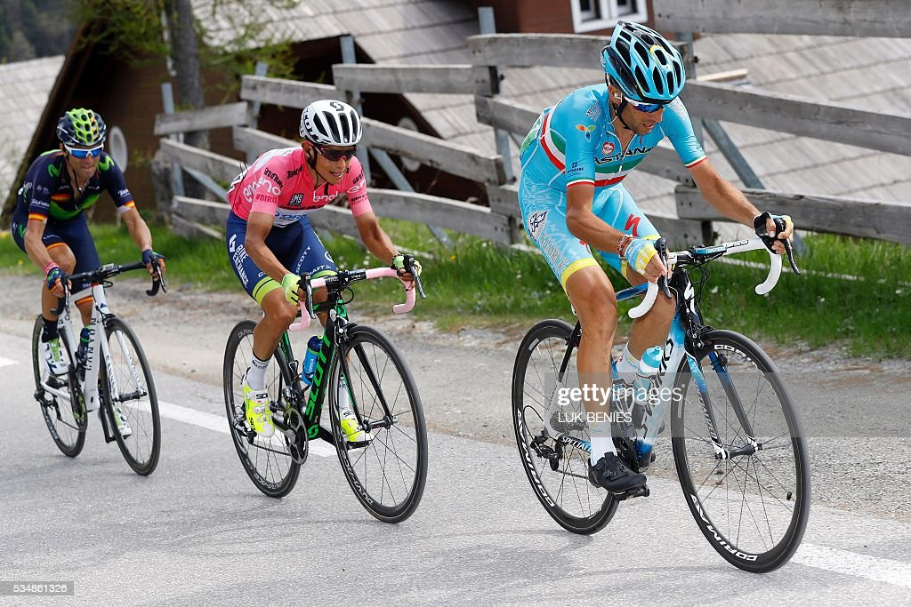 Italy's Vincenzo Nibali (R) rides followed by pink jersey Colombian Esteban Chaves of team Orica GreenEDGE and Spanish Alejandro Valverde of team Movistar during the 20th stage of the 99th Giro d'Italia, Tour of Italy, from Guillestre to Sant'Anna di Vinadio on May 28, 2016. Starting the day second at 44sec behind leader Esteban Chaves, Italian Vincenzo Nibali puts 1min 35sec into the Colombian to snatch the pink jersey. / AFP / LUK