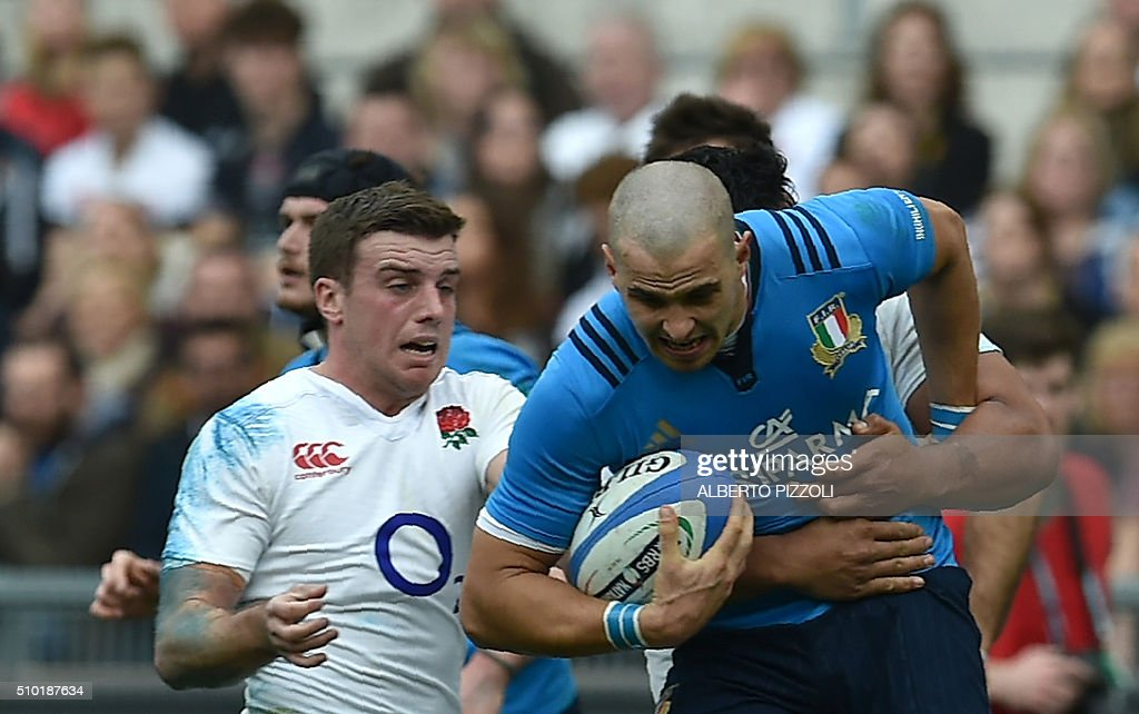 Italy's wing Mattia Bellini is tackled during the Six Nations international rugby union match between Italy and England on February 14, 2016 at the Olympic stadium in Rome. / AFP / ALBERTO PIZZOLI