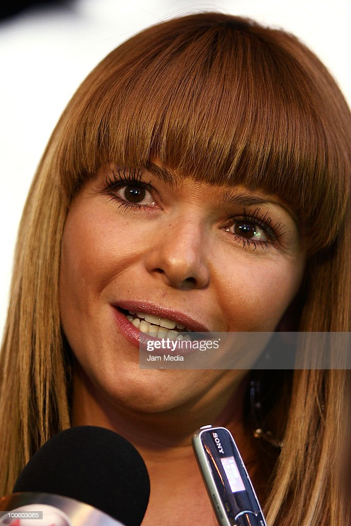 Itati Cantoral speaks during a press conference of the movie ?Oceanos? at the National Auditorium on May 19, 2010 in Mexico City, Mexico.
