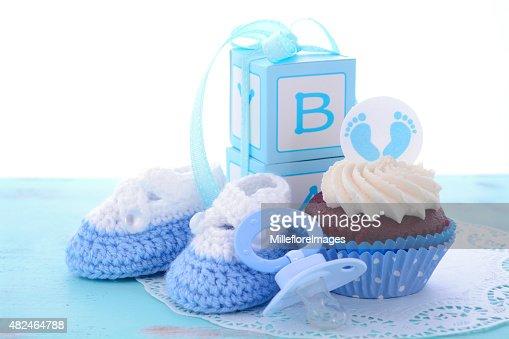 A Um Menino Azul Bebe Chuveiro Cupcakes Foto De Stock Thinkstock