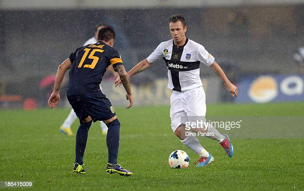 Iturbe of Verona FC competes with Antonio Cassano of Parma FC during the Serie A match between Hellas Verona FC and Parma FC at Stadio Marc'Antonio...