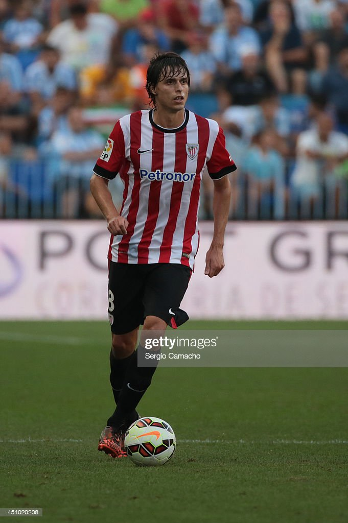 Iturraspe of Athletic Club Bilbao runs whit the ball during the La Liga match between Malaga CF and Athletic Club Bilbao at La Rosaleda Stadium on August 23, 2014 in Malaga, Spain.