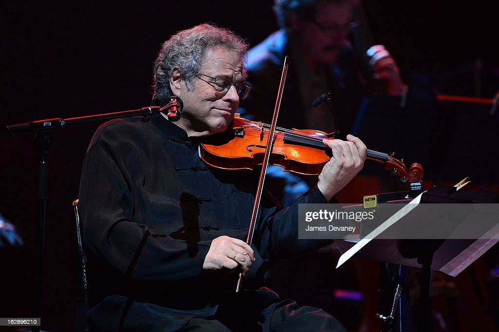 <a gi-track='captionPersonalityLinkClicked' href=/galleries/search?phrase=Itzhak+Perlman&family=editorial&specificpeople=593397 ng-click='$event.stopPropagation()'>Itzhak Perlman</a> performs at the Barclays Center on February 28, 2013 in New York City.
